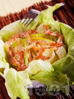 Салата с краставица, морков, чушка и пушена сьомга - снимка на рецептата